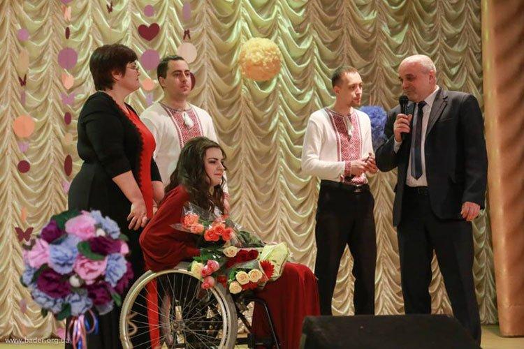 Полтавчанка, которой отказали в Х-факторе из-за инвалидности, дала сольный концерт (фото) - фото 3