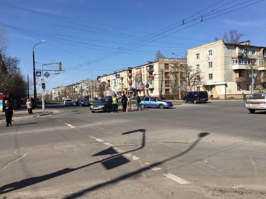 В Северодонецке произошла авария на пересечении улиц Донецкая и пр-т Гвардейского (ФОТО) (фото) - фото 1