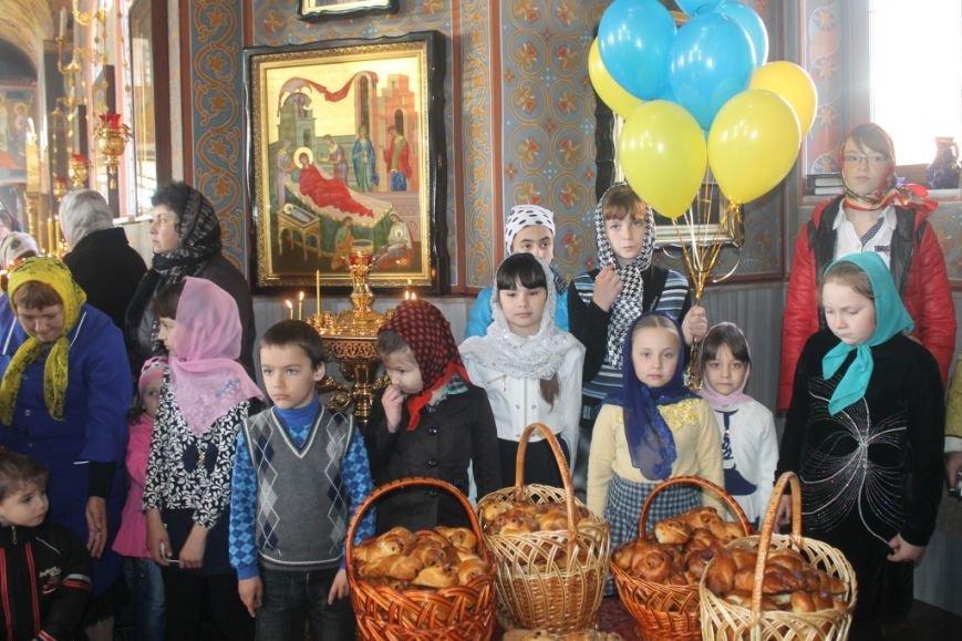 На Благовещение в Свято-Покровском храме с. Боевое дети выпустили голубей (фото) - фото 1