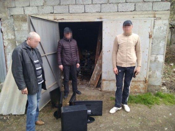 Мукачівські поліцейські зловили крадіїв, що понадилися на чужу комп'ютерну техніку (ФОТО) (фото) - фото 1