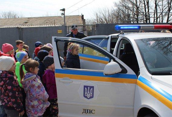 Кіровоградські поліцейські запросили свою майбутню зміну на екскурсію (ФОТОРЕПОРТАЖ) (фото) - фото 16