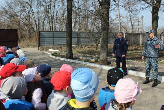 Кіровоградські поліцейські запросили свою майбутню зміну на екскурсію (ФОТОРЕПОРТАЖ) (фото) - фото 4