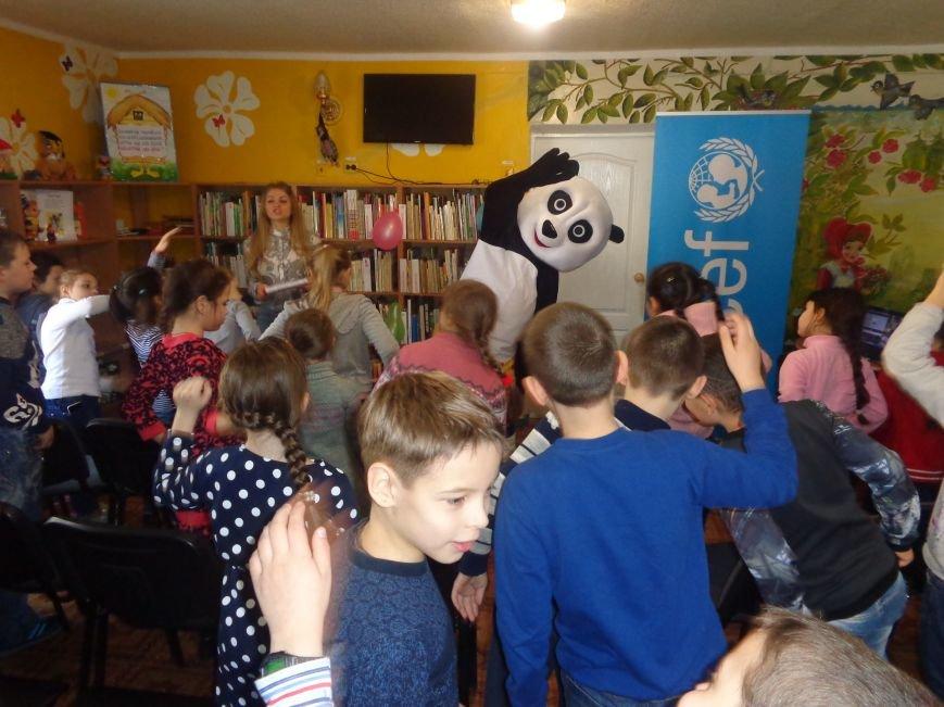 Любимые герои, сладкие сюрпризы и «движение, которое жизнь»: в детской библиотеке имени А. П. Гайдара прошел День Здоровья (фото) - фото 7