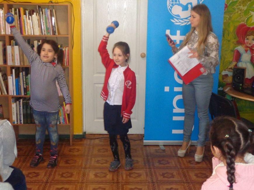 Любимые герои, сладкие сюрпризы и «движение, которое жизнь»: в детской библиотеке имени А. П. Гайдара прошел День Здоровья (фото) - фото 14
