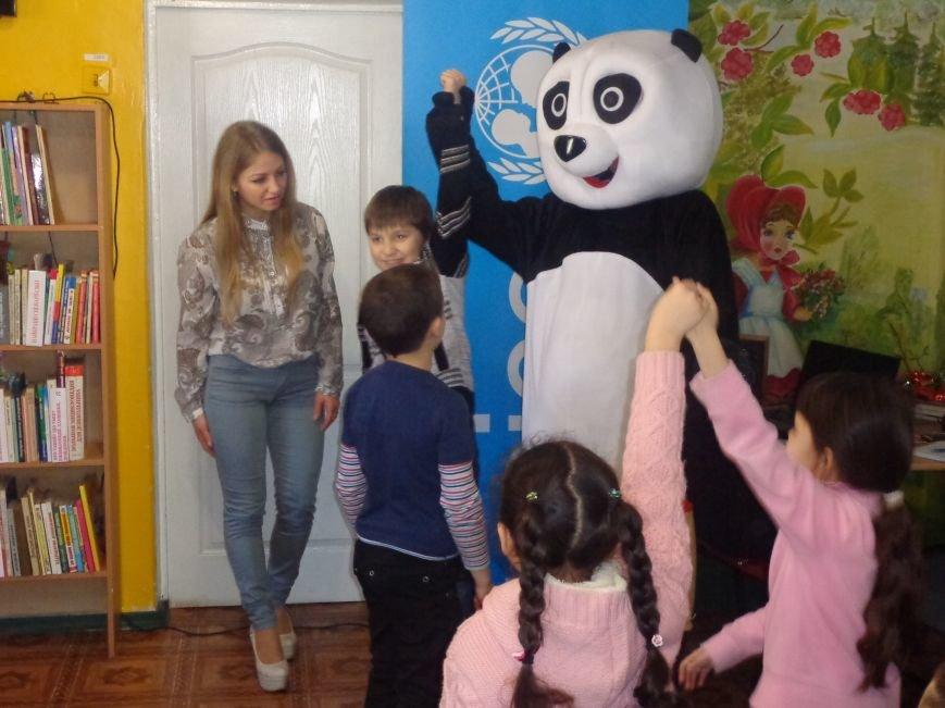 Любимые герои, сладкие сюрпризы и «движение, которое жизнь»: в детской библиотеке имени А. П. Гайдара прошел День Здоровья (фото) - фото 12