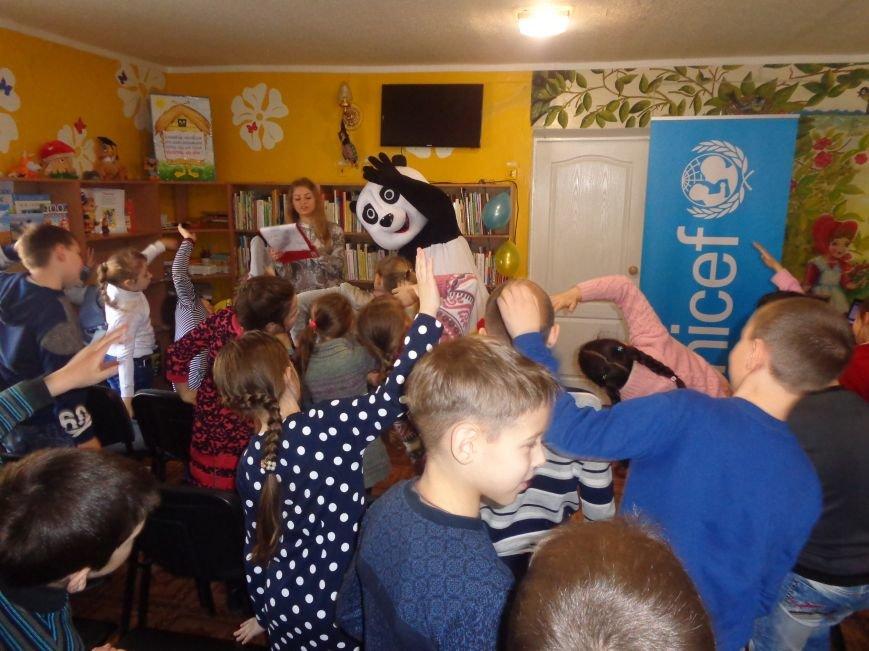 Любимые герои, сладкие сюрпризы и «движение, которое жизнь»: в детской библиотеке имени А. П. Гайдара прошел День Здоровья (фото) - фото 6