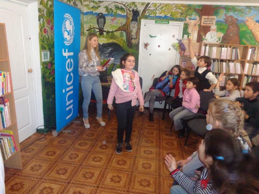 Любимые герои, сладкие сюрпризы и «движение, которое жизнь»: в детской библиотеке имени А. П. Гайдара прошел День Здоровья (фото) - фото 15