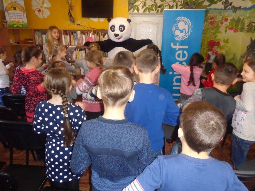 Любимые герои, сладкие сюрпризы и «движение, которое жизнь»: в детской библиотеке имени А. П. Гайдара прошел День Здоровья (фото) - фото 8