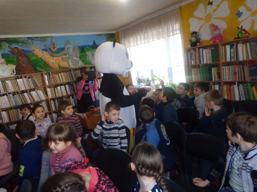 Любимые герои, сладкие сюрпризы и «движение, которое жизнь»: в детской библиотеке имени А. П. Гайдара прошел День Здоровья (фото) - фото 16