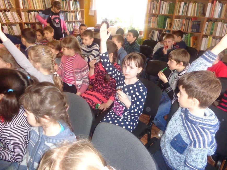 Любимые герои, сладкие сюрпризы и «движение, которое жизнь»: в детской библиотеке имени А. П. Гайдара прошел День Здоровья (фото) - фото 17