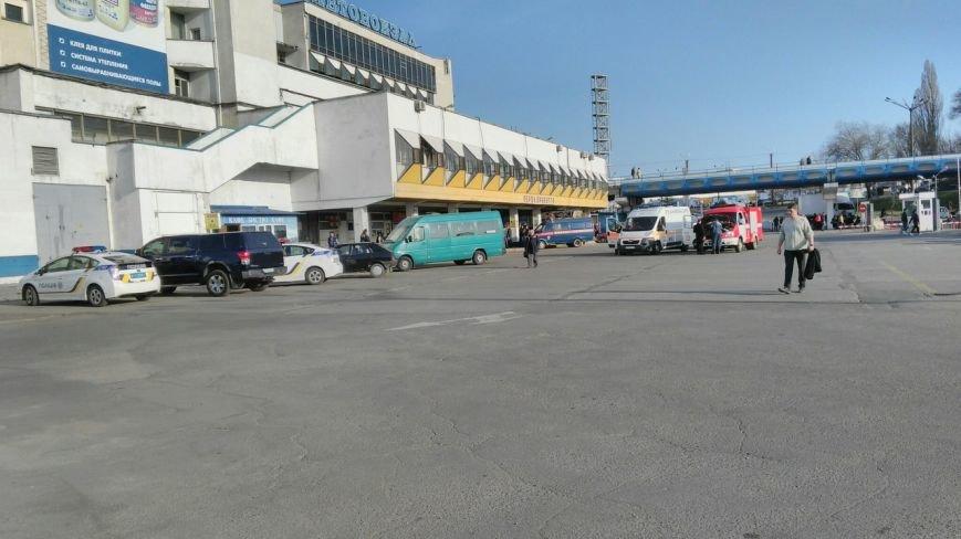 В Днепропетровске заминировали автовокзал: людей эвакуировали (ФОТО) (фото) - фото 1