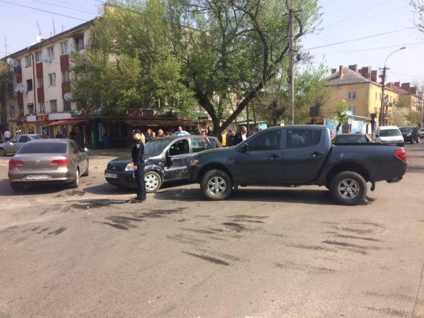 В Ужгороді на перехресті Загорської та Закарпатської - потрійна аварія (фото) - фото 1