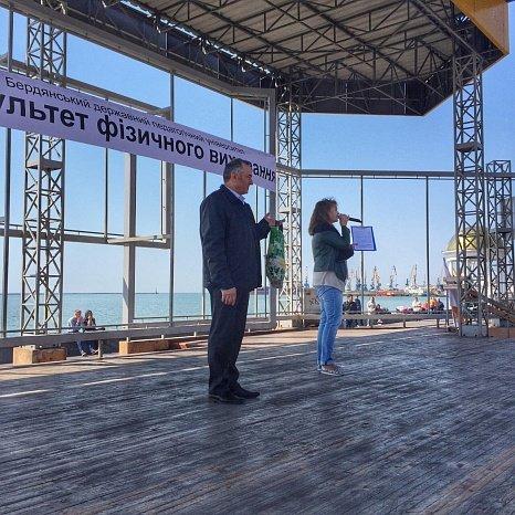 Всемирный день здоровья в Бердянске отметили флешмобом (фото) - фото 6