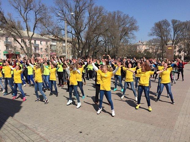 Всемирный день здоровья в Бердянске отметили флешмобом (фото) - фото 5