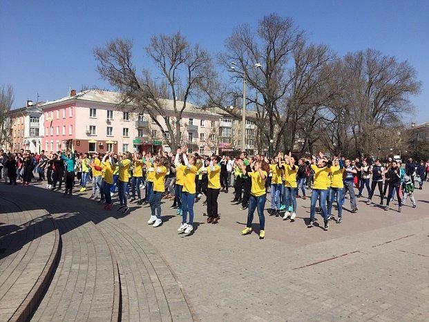 Всемирный день здоровья в Бердянске отметили флешмобом (фото) - фото 3