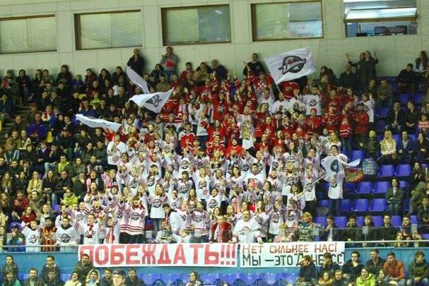 «Вперед, «Донбасс»! Вперед, родной! Мы за тебя стоим стеной!» - студенты ДонНТУ Красноармейска посетили Чемпионат Украины по хоккею (фото) - фото 10