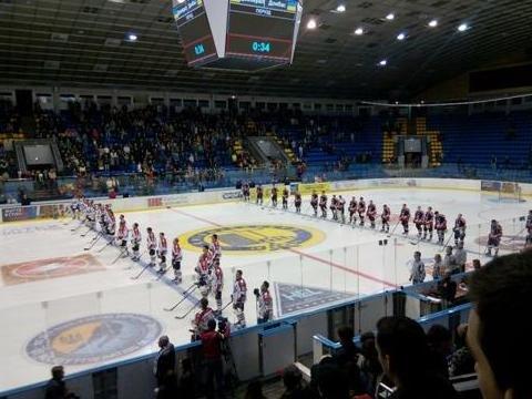 «Вперед, «Донбасс»! Вперед, родной! Мы за тебя стоим стеной!» - студенты ДонНТУ Красноармейска посетили Чемпионат Украины по хоккею (фото) - фото 7