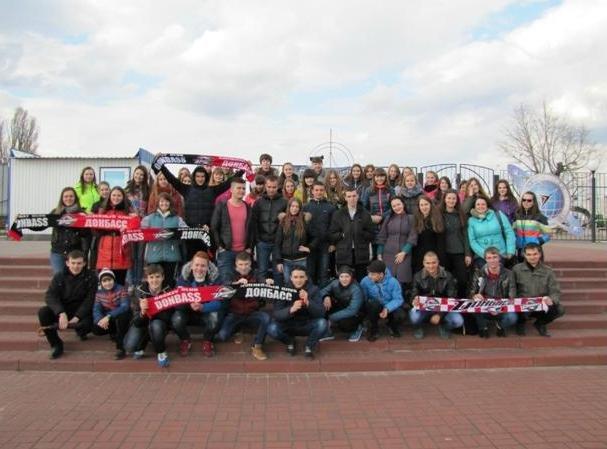 «Вперед, «Донбасс»! Вперед, родной! Мы за тебя стоим стеной!» - студенты ДонНТУ Красноармейска посетили Чемпионат Украины по хоккею (фото) - фото 5