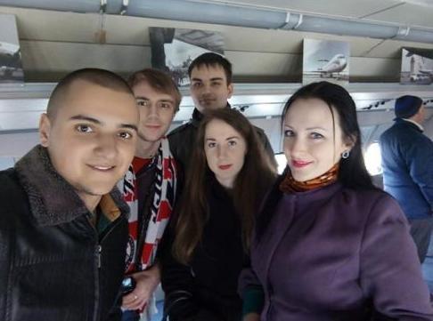 «Вперед, «Донбасс»! Вперед, родной! Мы за тебя стоим стеной!» - студенты ДонНТУ Красноармейска посетили Чемпионат Украины по хоккею (фото) - фото 4