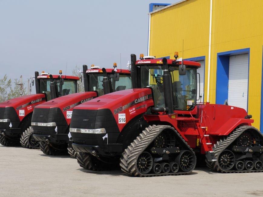 """""""МРІЯ Агрохолдинг"""" придбала нові гусеничні трактори, які найменше ущільнюють і руйнують ґрунт (фото) - фото 1"""
