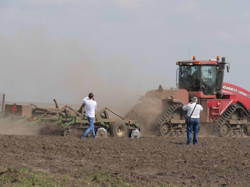 """""""МРІЯ Агрохолдинг"""" придбала нові гусеничні трактори, які найменше ущільнюють і руйнують ґрунт (фото) - фото 10"""