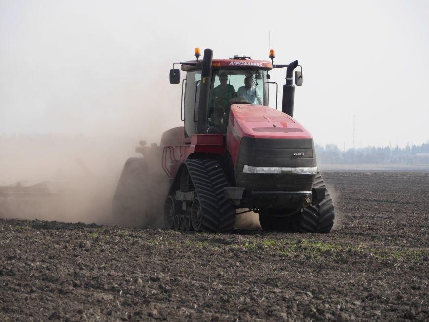 """""""МРІЯ Агрохолдинг"""" придбала нові гусеничні трактори, які найменше ущільнюють і руйнують ґрунт (фото) - фото 8"""