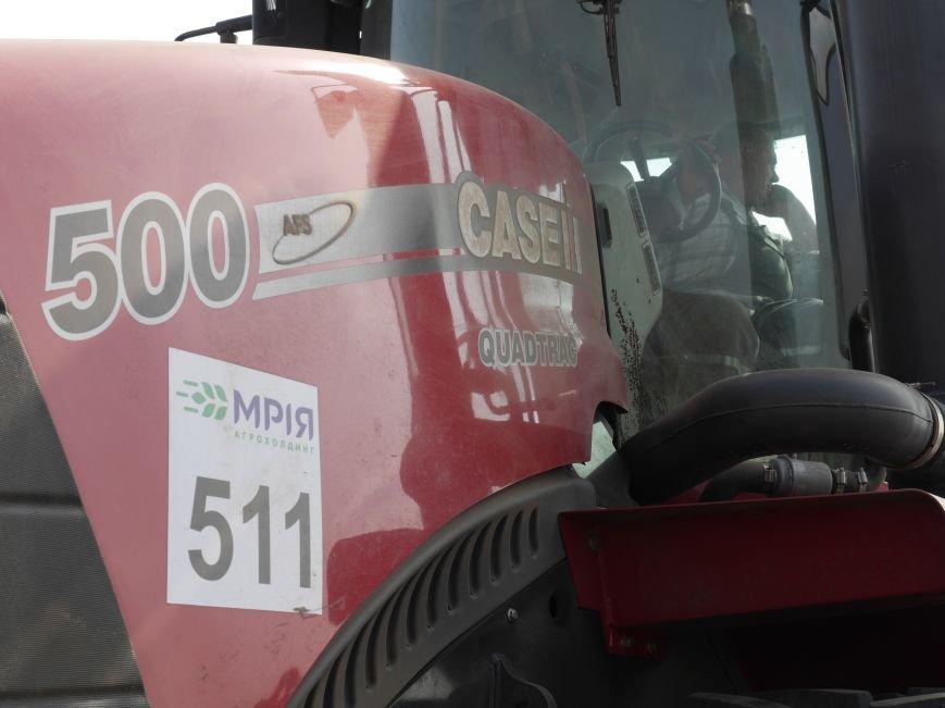 """""""МРІЯ Агрохолдинг"""" придбала нові гусеничні трактори, які найменше ущільнюють і руйнують ґрунт (фото) - фото 3"""