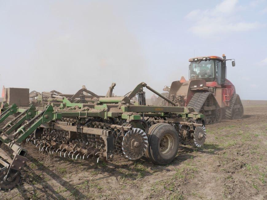 """""""МРІЯ Агрохолдинг"""" придбала нові гусеничні трактори, які найменше ущільнюють і руйнують ґрунт (фото) - фото 11"""