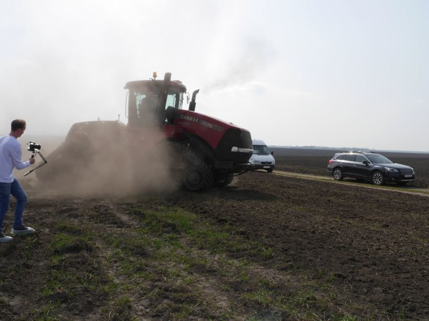 """""""МРІЯ Агрохолдинг"""" придбала нові гусеничні трактори, які найменше ущільнюють і руйнують ґрунт (фото) - фото 18"""