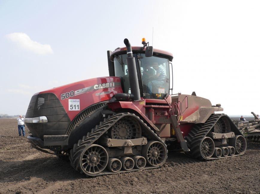 """""""МРІЯ Агрохолдинг"""" придбала нові гусеничні трактори, які найменше ущільнюють і руйнують ґрунт (фото) - фото 12"""