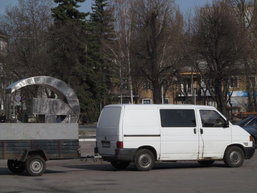 В Кременчуге сняли «серп и молот» на площади Независимости (фото и видео), фото-12