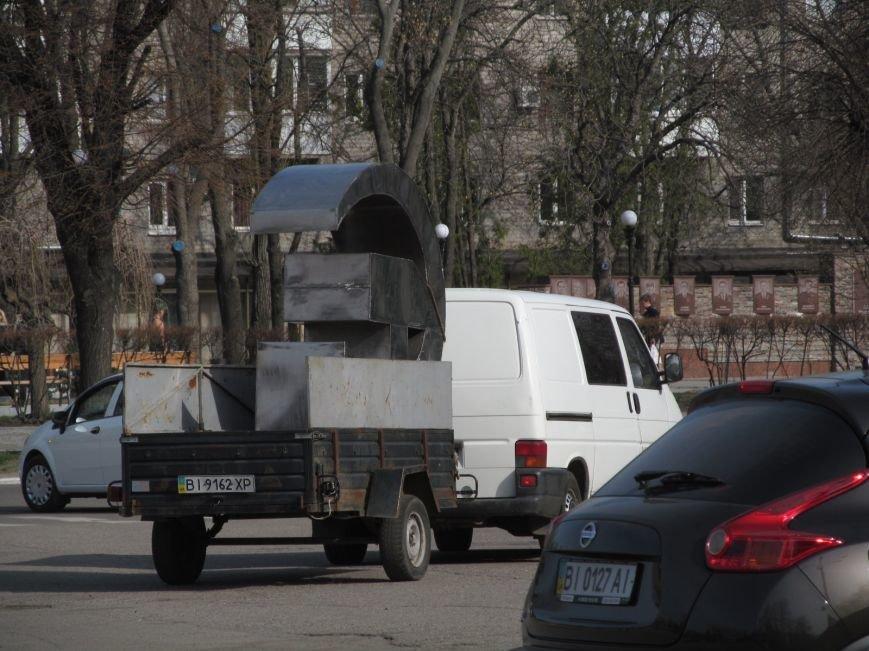 В Кременчуге сняли «серп и молот» на площади Независимости (фото и видео), фото-13