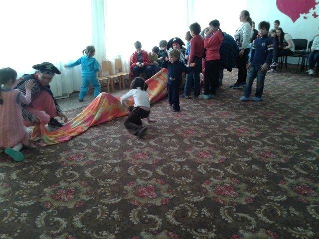 Днепродзержинские студенты устроили праздник для воспитанников детского приюта (фото) - фото 3