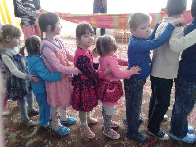 Днепродзержинские студенты устроили праздник для воспитанников детского приюта (фото) - фото 6
