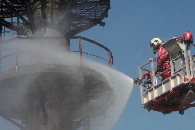 «Спасение пострадавшего в  дымокамере и ликвидация ЧС». На «Нафтане» и «Полимире» прошли масштабные учения спасателей, фото-2