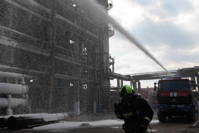 «Спасение пострадавшего в  дымокамере и ликвидация ЧС». На «Нафтане» и «Полимире» прошли масштабные учения спасателей, фото-9
