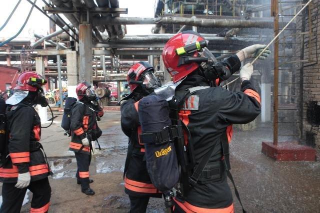 «Спасение пострадавшего в  дымокамере и ликвидация ЧС». На «Нафтане» и «Полимире» прошли масштабные учения спасателей, фото-4