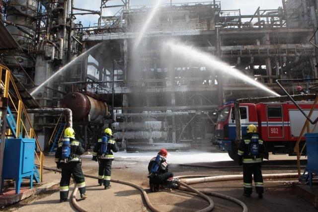 «Спасение пострадавшего в  дымокамере и ликвидация ЧС». На «Нафтане» и «Полимире» прошли масштабные учения спасателей, фото-7
