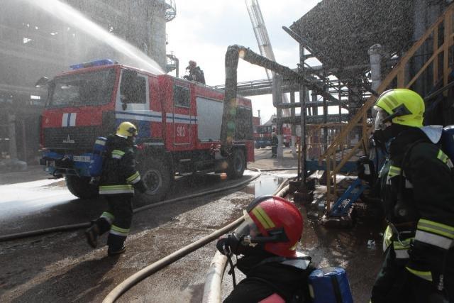«Спасение пострадавшего в  дымокамере и ликвидация ЧС». На «Нафтане» и «Полимире» прошли масштабные учения спасателей, фото-6