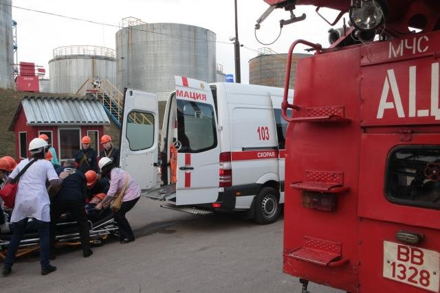 «Спасение пострадавшего в  дымокамере и ликвидация ЧС». На «Нафтане» и «Полимире» прошли масштабные учения спасателей, фото-10