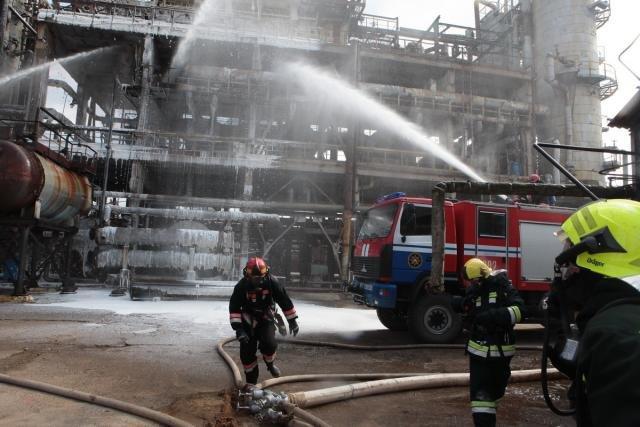 «Спасение пострадавшего в  дымокамере и ликвидация ЧС». На «Нафтане» и «Полимире» прошли масштабные учения спасателей, фото-8
