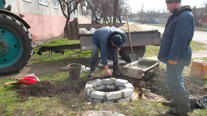 В большом Доброполье серьезно взялись за прочистку канализационных люков, фото-4