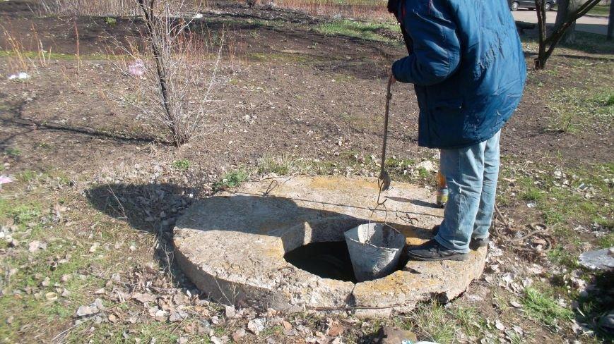 В большом Доброполье серьезно взялись за прочистку канализационных люков, фото-1