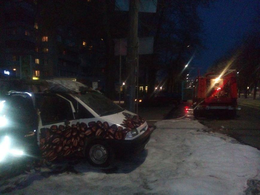 У центрі Черкас згорів кавовий автомобіль (ФОТО, ВІДЕО), фото-2