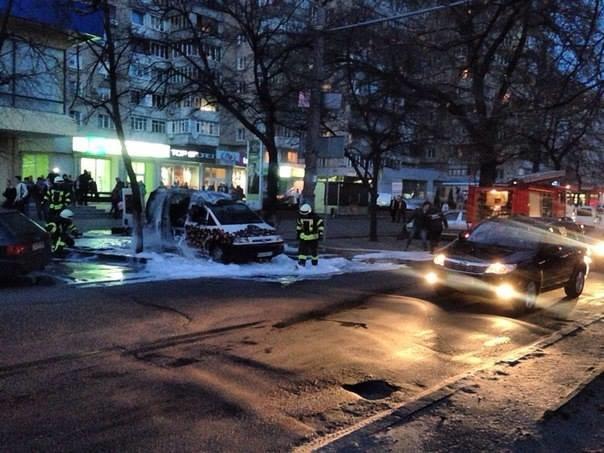 У центрі Черкас згорів кавовий автомобіль (ФОТО, ВІДЕО), фото-1