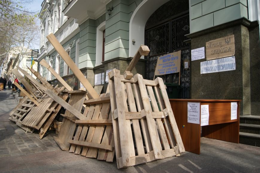 0f32ef3dee843c4cdbb8b140c40956ca Прокурорский майдан в Одессе оброс баррикадами: Его защитники облачились в бронежилеты