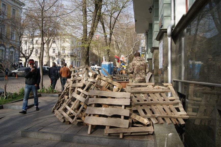 1543f614a56b37b6850a2596de4cd78e Прокурорский майдан в Одессе оброс баррикадами: Его защитники облачились в бронежилеты
