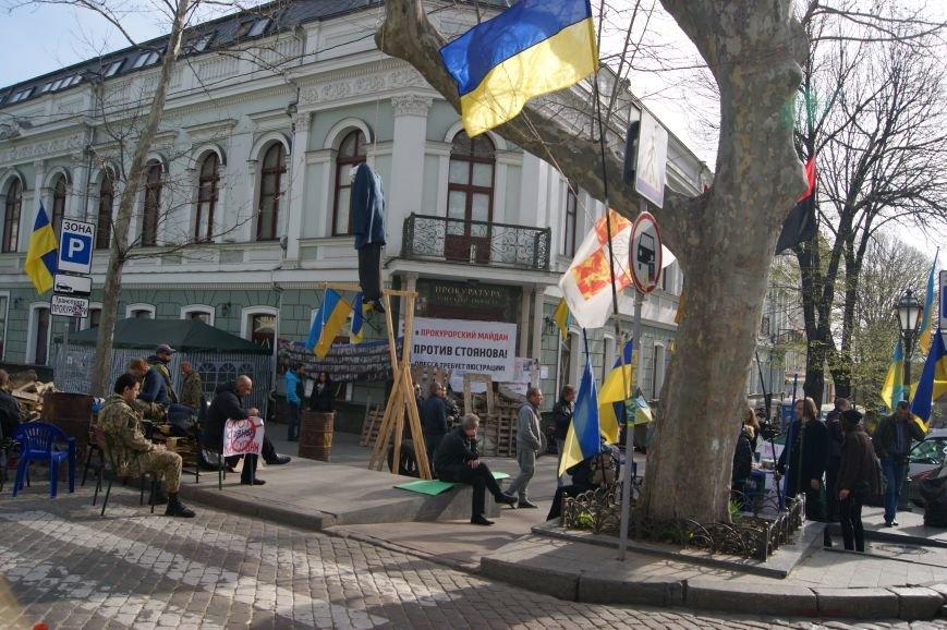 4a8a7c1d8baae452f6053a3d915da0b8 Прокурорский майдан в Одессе оброс баррикадами: Его защитники облачились в бронежилеты
