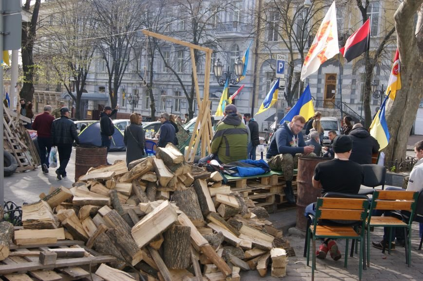 9951a53872933f5330ad0c41a46151bf Прокурорский майдан в Одессе оброс баррикадами: Его защитники облачились в бронежилеты