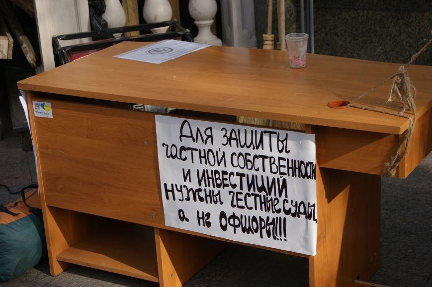 9ed51db1980f08195a3b84d0450b90f0 Прокурорский майдан в Одессе оброс баррикадами: Его защитники облачились в бронежилеты